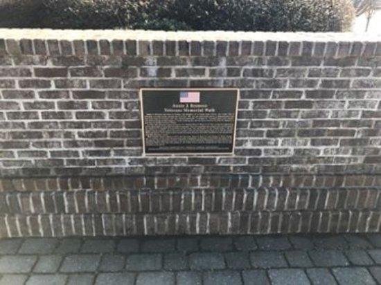 Bedford, VA: Wall