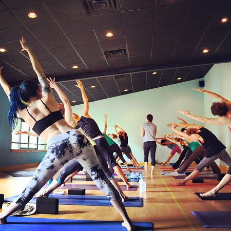 Wilmington, Kuzey Carolina: Large, beautiful new yoga room w/ green products,for warm/hot classes, built using all-green pro