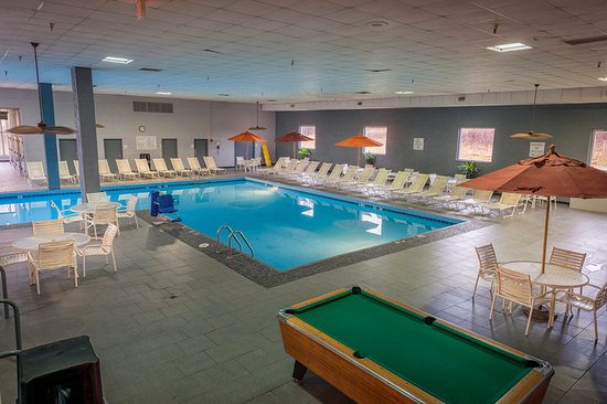 Strongsville, OH: Pool