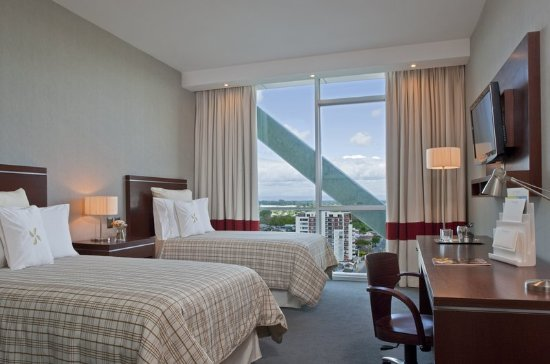 Four Points by Sheraton Los Angeles: Guest room