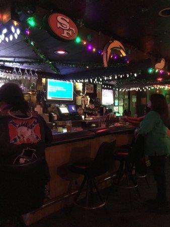 Bellflower, CA: Bar stool singers
