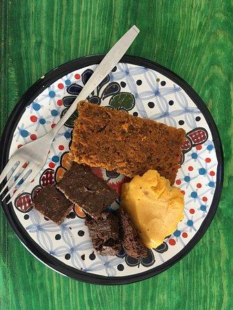 Carrot Cake, Chocolate-Banana & Black Bean Brownie with Mango ice cream
