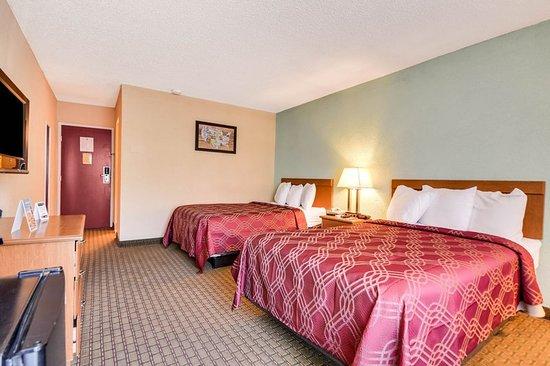 Guest Room Obr Zok Econo Lodge Busch Gardens Tampa Tripadvisor