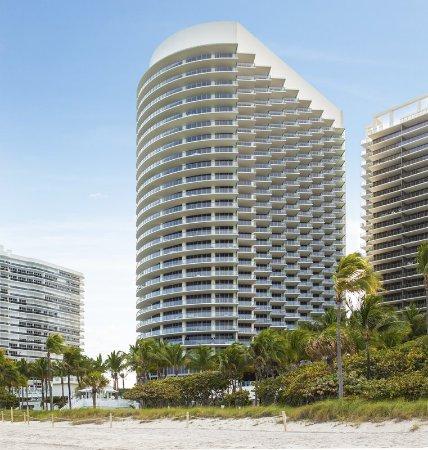The St. Regis Bal Harbour Resort: Exterior