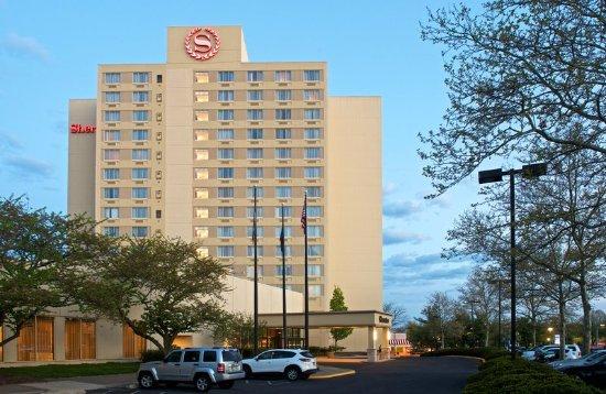 Sheraton Bucks County Hotel: Exterior