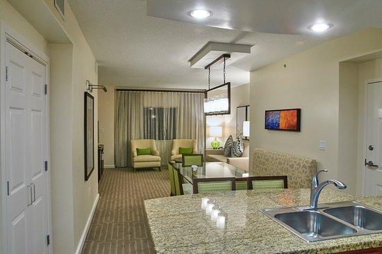 Cocina, sala y comedor - Picture of Marriott\'s Grande Vista, Orlando ...