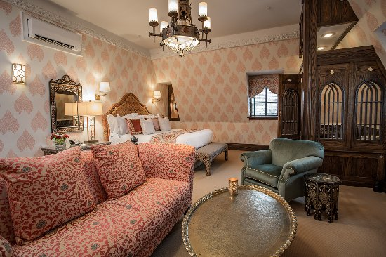 The Chanler at Cliff Walk: Furnished with Moroccan influences, The Chanler's newest guest room transports you to North Afri