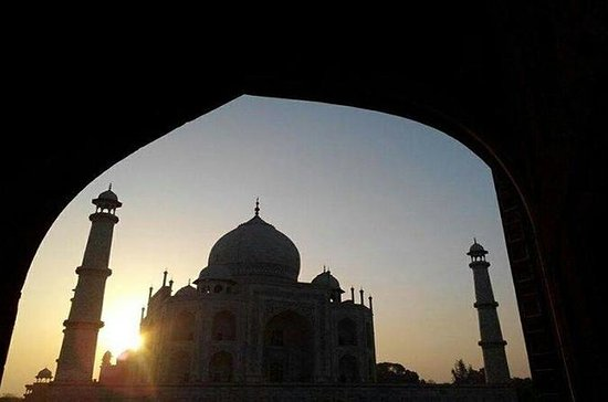 PRIVATE SUNRISE TAJ MAHAL TOUR FROM...