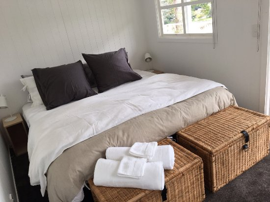 Kawau Island, New Zealand: Chalet Super King room, can also be king singles