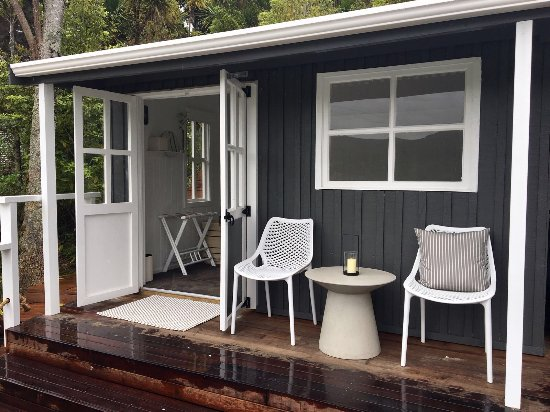 Kawau Island, New Zealand: One of the chalet rooms