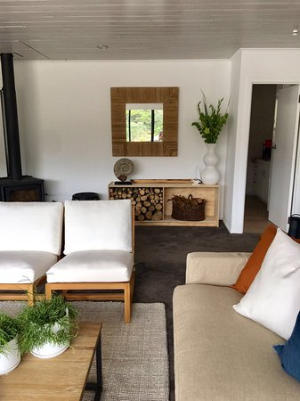 Kawau Island, Nueva Zelanda: Lounge and movie room in main lodge