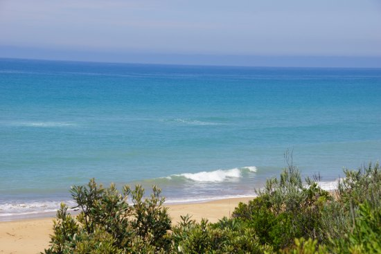 Loch Sport, Australia: Aussies enjoy Golden Beach, Victoria
