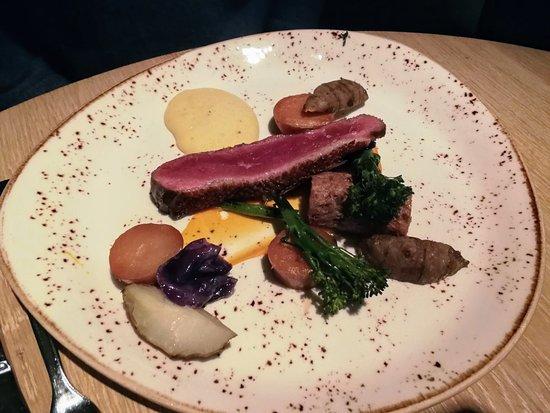 Restaurant The Bishop: Eendenborst, aardpeer, bimi, hoofdgerecht