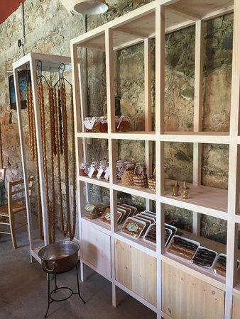 Kalopanayiotis, Κύπρος: Εδέσματα απο τοπικούς παραγωγούς.