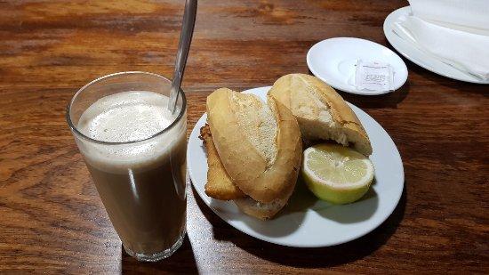 Ingenio, Spanien: Espectacular el bocadillo de pescado empanado