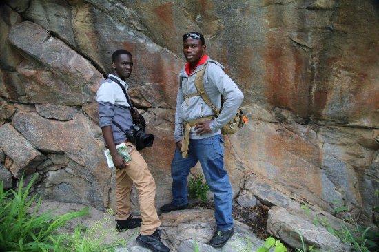 Shakawe, Botswana: Me and one of the local man at Tsodilo village.