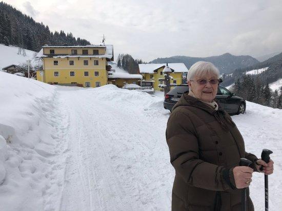 Forstau, النمسا: Der Draxlerhof mit Appartmenthaus