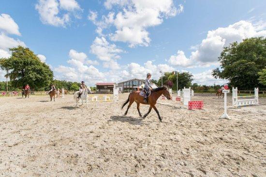 Centre equestre des Ormes
