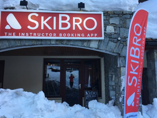 Val d'Isère, França: Drop in to our slopeside office, on the Rond Point des Pistes
