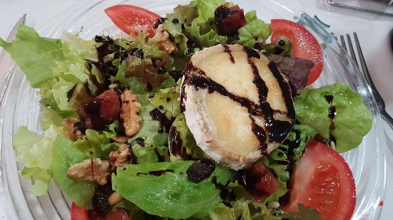Ensalada de queso de cabra - Restaurant VERNIS (La Cellera de Ter)
