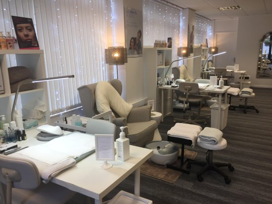 Halifax, UK: Our relaxing manicure and pedicure area.