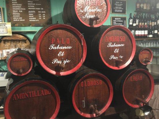 Tabanco El Pasaje: sherry barrels