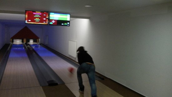Hotel Boboty: bowling at the hotel lower floor in bar
