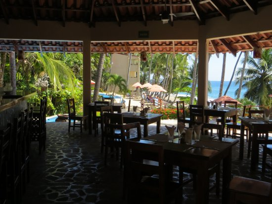 Tango Mar Beachfront Boutique Hotel & Villas : Pool Bar Restaurant for lunch and snacks