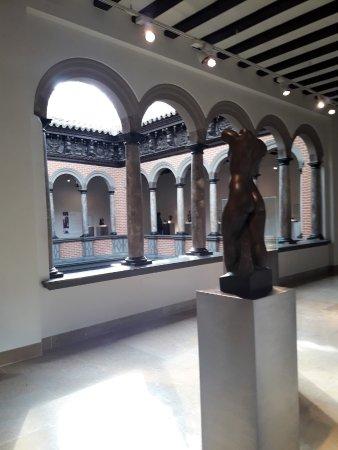 Museo Pablo Gargallo: Interior con escultura