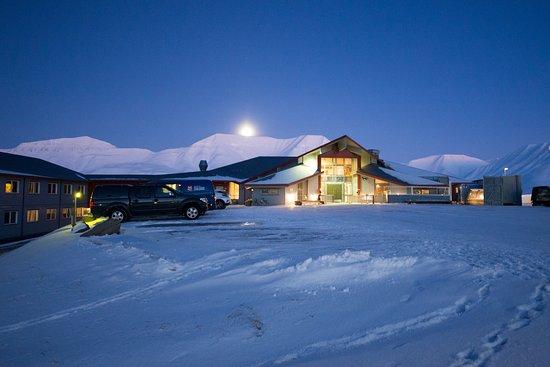 Radisson Blu Polar Hotel, Spitsbergen, Longyearbyen: Front of hotel