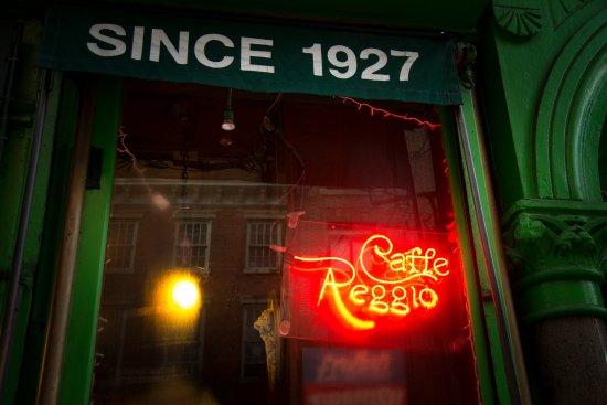 Caffe Reggio: l esterno