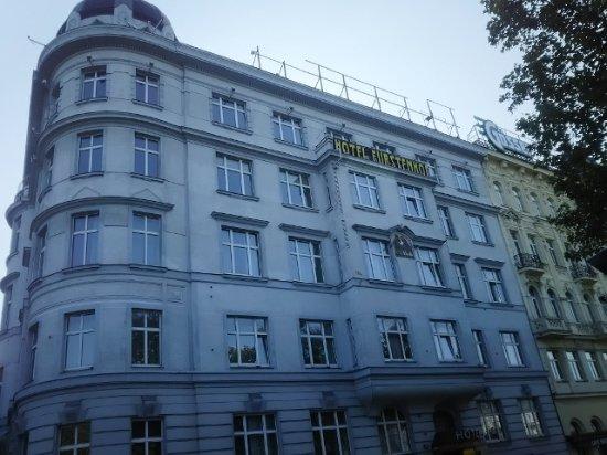 Hotel Furstenhof: 駅前にあるホテル