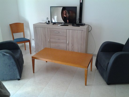 partie de la salle de séjour télévision - Photo de Centre Immersio ...