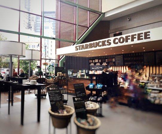 Hyatt Regency Buffalo: Starbucks