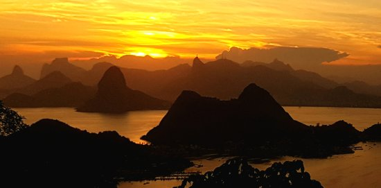 Rafael Torres Lopes Tour Guide: Sunset between Sugar Loaf and Statue of Chris (Fantastic Viewpoint at Parque da Cidade, Niteroi)