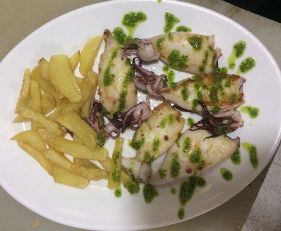 Prado del Rey, إسبانيا: Uno de nuestros platos, Chipirones a la plancha con salsa verde.