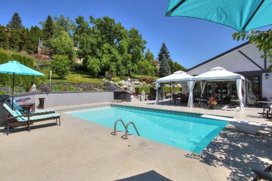 Pool - Picture of Chateau Du Lac B&B, West Kelowna - Tripadvisor