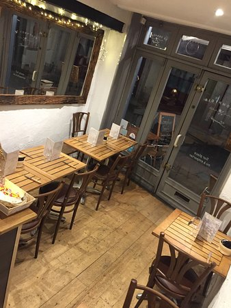 restaurant le comptoir saouf dans la rochelle avec cuisine autres cuisines. Black Bedroom Furniture Sets. Home Design Ideas