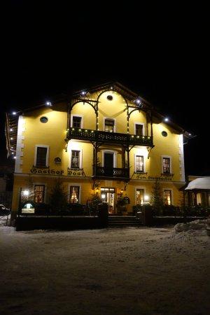 St. Martin am Tennengebirge, Österreich: Das Gasthaus Post by Nacht