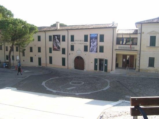 Museo Canova: Vista esterna del Museo GYPSOTHECA