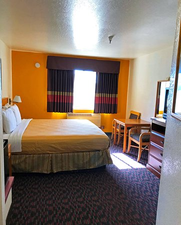 Dunnigan, CA: One King Bed
