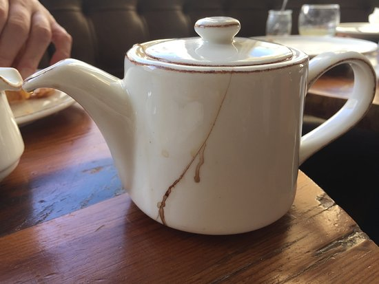 Radisson Blu Edwardian Vanderbilt: Horrible teapot - which was changed when I highlighted it to someone
