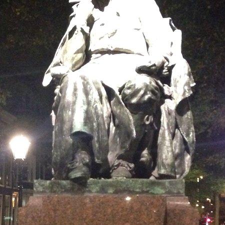 Standbeeld Spinoza