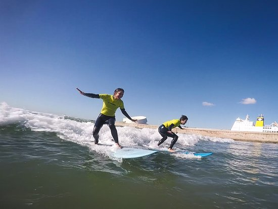 Matosinhos, Portogallo: Surf and smile