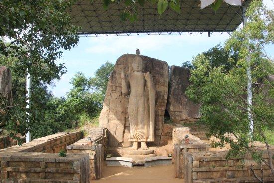 North Central Province, Sri Lanka: Estatua