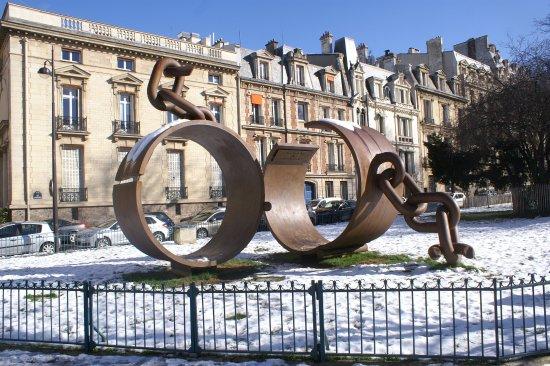 Monument a la Memoire du General Dumas