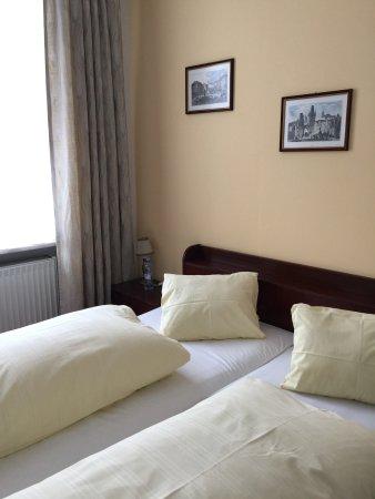 Hotel Mozart: Убирали и меняли полотенца каждый день, а постельное бельё - через 3 дня.