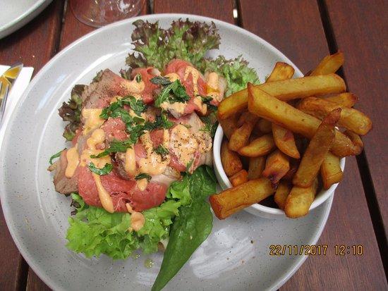 Richmond, نيوزيلندا: Beef carpaccio and kumara fries