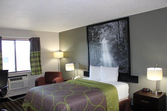 Wyoming, MI: Standard Queen Room