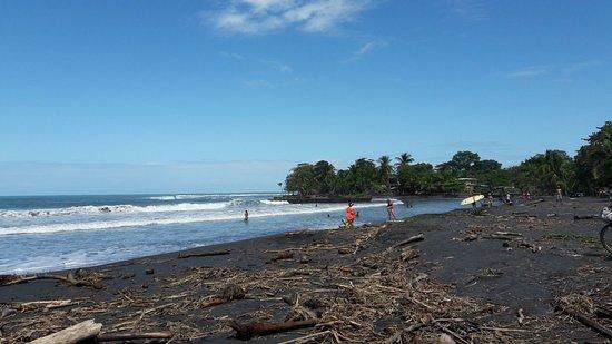 Puerto Viejo Beach: La spiaggia lato destro
